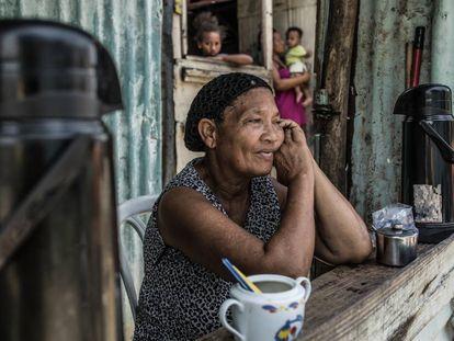 Deisy Yrene Feliz Matos, vive en el albergue temporal de Canta La Rana, Los Alcarrizos, República Dominicana.
