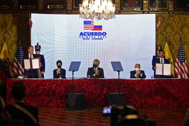 Signing of the agreement between the United States and Ecuador, in Quito, on December 8.