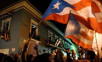 Manifestantes protestan contra de Roselló, en San Juan.