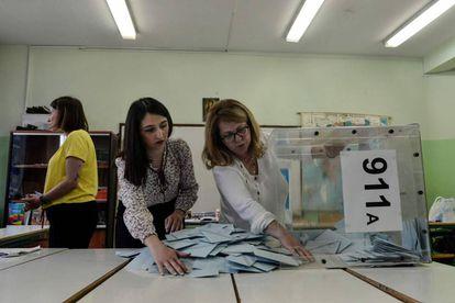 Escrutinio en un colegio electoral en Salónica, este domingo.
