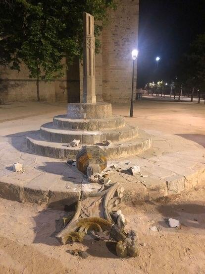 La cruz medieval de Sant Cugat, tras el acto vandálico.