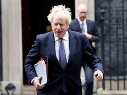 El primer ministro británico, Boris Johnson, a su salida de una reunión, este martes en Londres.