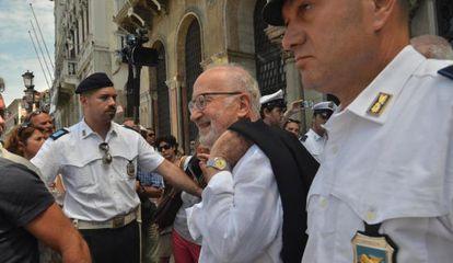 Giorgio Orsoni sale este viernes del Ayuntamiento de Venecia.
