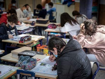 Estudiantes en un colegio público valenciano.