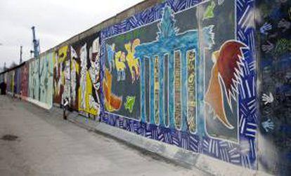"""Vista general de la zona del """"East Side Gallery"""" del Muro de Berlín, Alemania hoy, jueves 28 de febrero de 2013."""