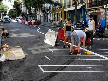 La calle de Galileo de Madrid cortada al trafico de coches.