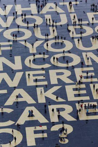 Uno de los carteles extendidos en la plaza Plainpalais de Ginebra para la campaña del Sí a la renta básica.