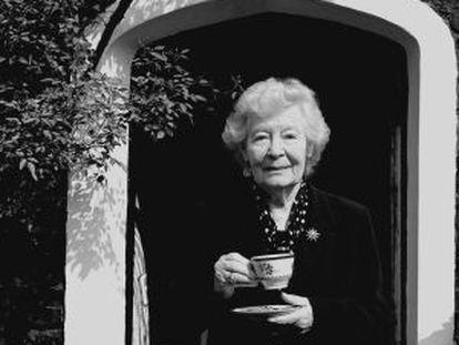 La escritora Nina Bawden, en una imagen tomada en el año 2003.