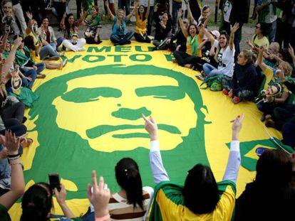Partidarios de Jair Bolsonaro, en un acto durante la campaña electoral en Brasil.