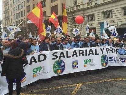 Manifestación de policías y guardias civiles por la equiparación salarial celebrada el pasado 1 de marzo en Valencia.