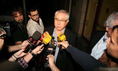 Lluís Miquel Pérez atiende a los medios tras declarar como imputado.