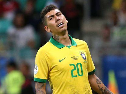 Roberto Firmino durante el partido de Brasil.