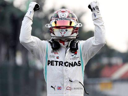 Hamilton celebra la victoria en México.