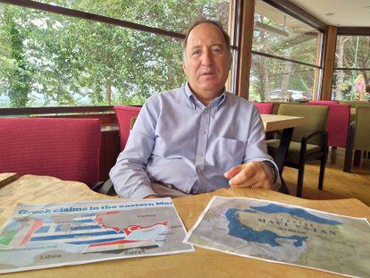 El vicealmirante retirado Cem Gürdeniz, en un momento de la entrevista, en Estambul, el pasado 11 de septiembre.