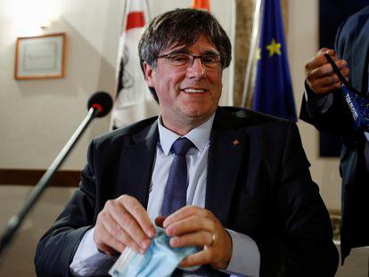 Carles Puigdemont en una rueda de prensa este lunes en Alguer (Cerdeña, Italia).