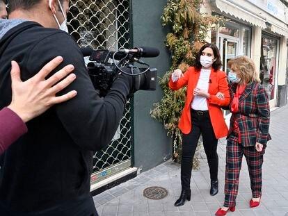 Isabel Díaz Ayuso y María Teresa Campos, durante la grabación del programa.