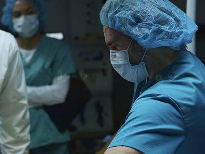 Joaquin Phoenix en una escena de 'Guardianes de la Vida'. En vídeo, el cortometraje.