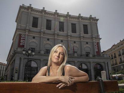 Cristina Alonso Presmanes, frente al Teatro Real de Madrid.