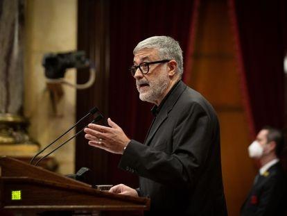 El diputado de la CUP, Carles Riera, durante su intervención en el debate parlamentario