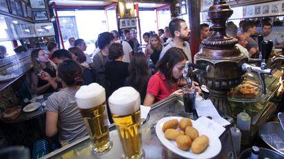 Vista del interior de un bar en Madrid en marzo de 2018.