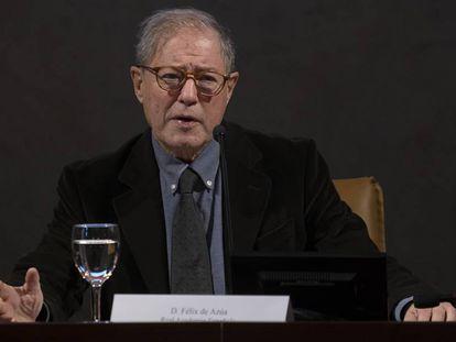 Félix de Azúa, este jueves durante su ponencia en el congreso de la Asale en Sevilla.