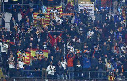 Aficionados del Valencia en el partido ante el Atalanta.
