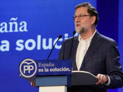 El presidente del Gobierno busca un acuerdo con sindicatos y empresario que llegue hasta 2020