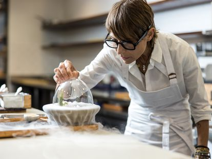 La chef Dominique Crenn, premiada por The World's 50 Best como Icono de la gastronomía.