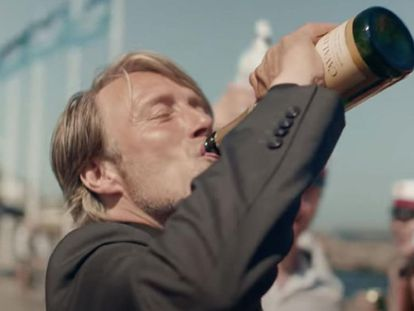 Mads Mikkelsen, en 'Druk (Another Round)'.