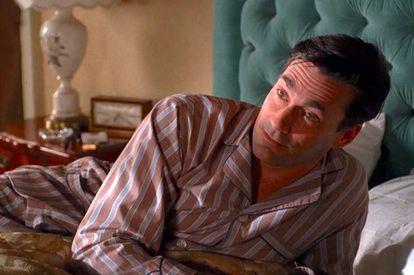 Don Draper, protagonista de 'Mad men', a punto de encarar un nuevo día con optimismo.