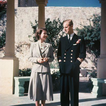 Isabel II, entonces princesa, y su marido, el principe Felipe, duque de Edimburgo, en su luna de miel en Malta, en 1947.