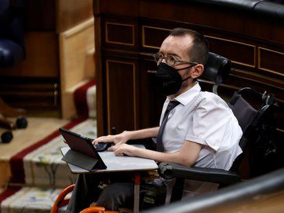 El portavoz de Unidas Podemos, Pablo Echenique, en el pleno del Congreso de este jueves.