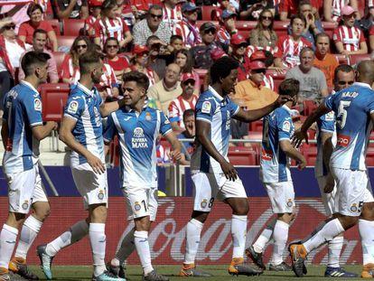 Los jugadores del Espanyol celebran el gol de Melendo.