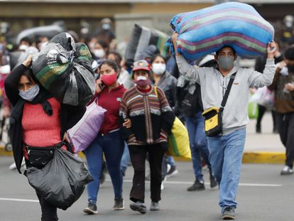 Algunos trabajadores informales, en Perú.