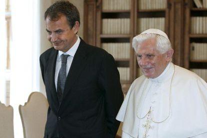El Papa y el presidente español, José Luis Rodríguez Zapatero, durante el encuentro que han mantenido esta mañana en el Vaticano.