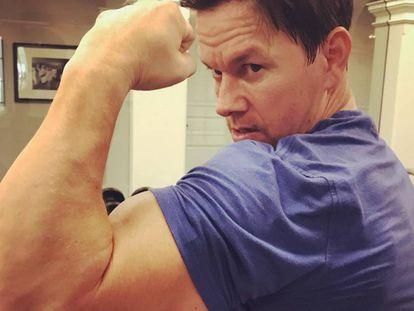 Mark Wahlberg muestra el circuito de ejercicios que practica para mantenerse así de bien a los 46 años.