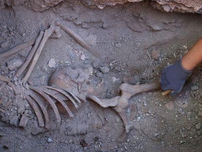 Trabajos de exhumacion, el pasado mayo, de la fosa común anexa al cementerio de Almagro (Ciudad Real), donde fueron fusiladas 28 personas.