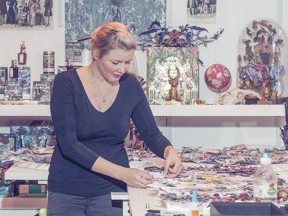 Kristjana S Williams, en su estudio de Reino Unido.