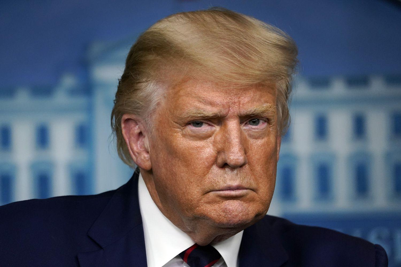 Donald Trump escucha la pregunta de un periodista, el viernes en la Casa Blanca.
