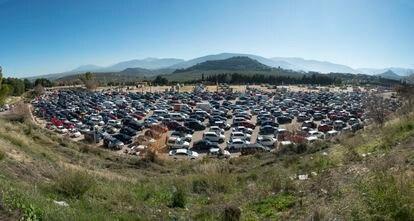 Concentración de vehículos cerca de Jaén capital, previa a la marcha de protesta este domingo.