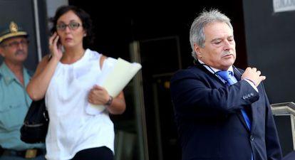 El presidente de la Diputación de Valencia, Alfonso Rus, ante los juzgados tras declarar como testigo en el 'caso Emarsa'.