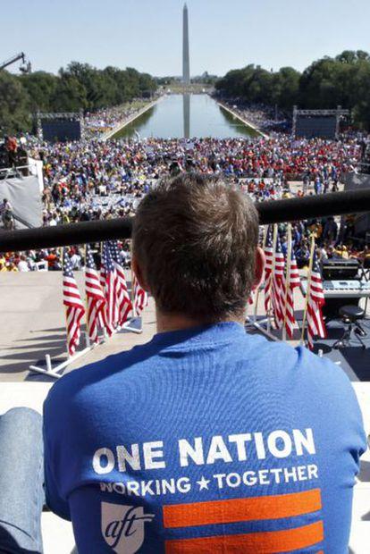 Seguidores del presidente estadounidense, en la explanada frente al monumento a Lincoln en Washington.