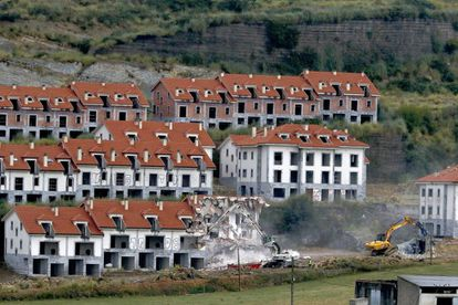Derribo en 2016 de la urbanización del Alto Del Cuco, en Piélagos, Cantabria