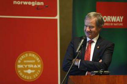 """Bjørn Kjos, presidente-fundador y consejero delegado de la aerolínea Norwegian Airlines, durante el acto de presentación de esta aerolínea """"low cost"""", que empezará a operar en el aeropuerto de Barajas a partir de junio de 2014."""