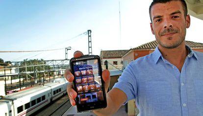 Miquel Rubio, que ha recogido firmas contra una aplicación de Ferrocarrils de la Generalitat.