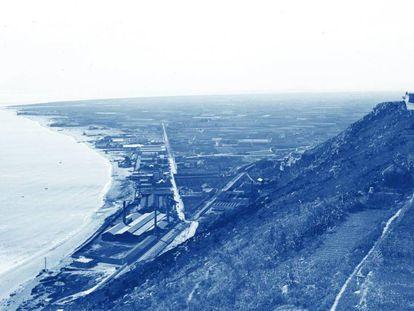 Vista de Montjuic y de los futuros terrenos de la Zona Franca y del delta de Llobregat de 1915.