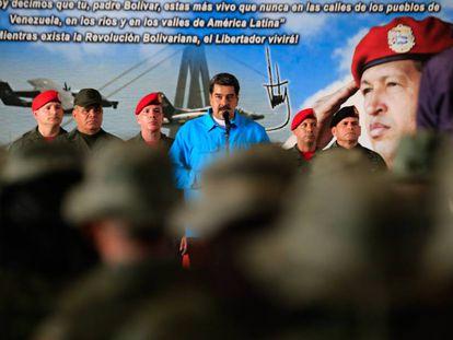 Maduro con militares venezolanos este miércoles.