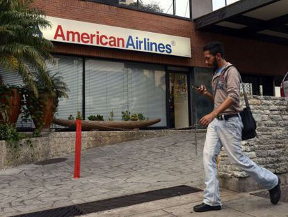 La aerolínea redujo de 48 rutas a solo diez