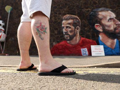 Mral gigante creado por el artista callejero Nathan Parker de Gareth Southgate, Harry Kane y Raheem Sterling antes de la final de la Euro 2020 entre Inglaterra e Italia.