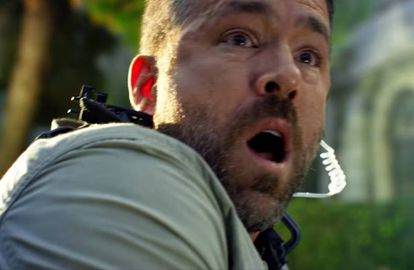 Escena de 'Escuadrón 6', la película de Netflix con Ryan Reynolds.